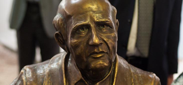 Stemmer: o homem por trás da estátua